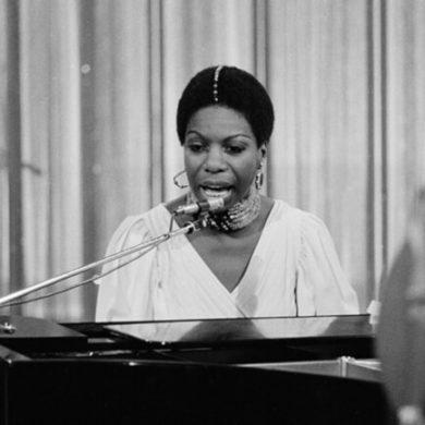 Νίνα Σιμόν, Αμερικανίδα τραγουδίστρια. Θαν. 21 Απριλίου 2003