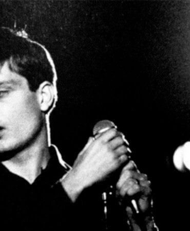 Ίαν Κέρτις, άγγλος τραγουδιστής. Θαν. 18 Μαίου 1980