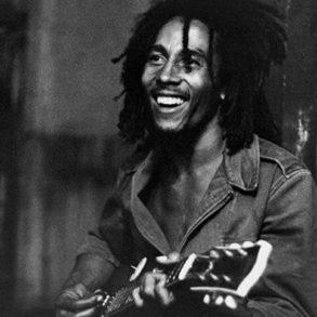 Μπομπ Μάρλεϊ, τζαμαϊκανός τραγουδιστής της ρέγγε. Γεν. 6 Φεβρουαρίου 1945.